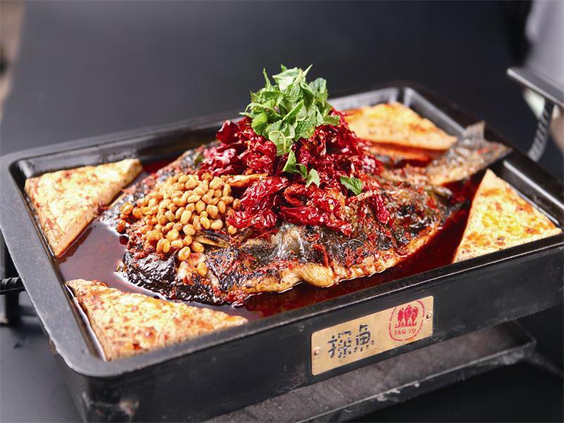 台中美食探魚|最有文藝氣息的懷舊風烤魚店!6/16隆重開幕!