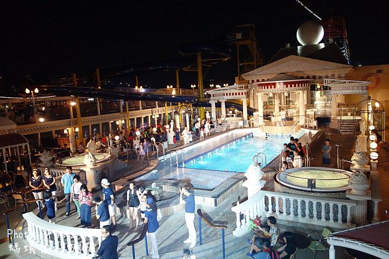 麗星郵輪處女星號設施|第一次搭麗星就上手!搭處女星不可錯過豪華劇場、免費餐廳飲食、海上滑水道游泳池、各精彩活動。