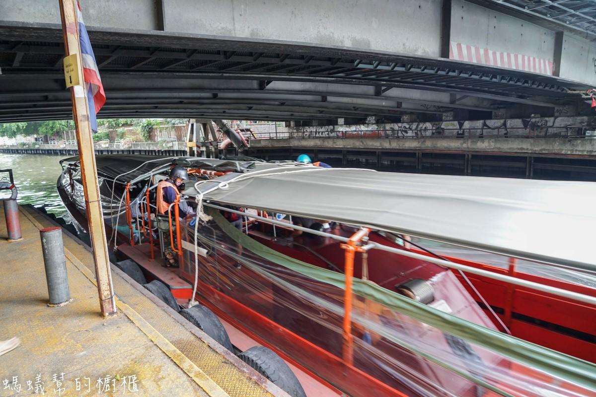 泰國曼谷空盛桑運河快船(髒船)