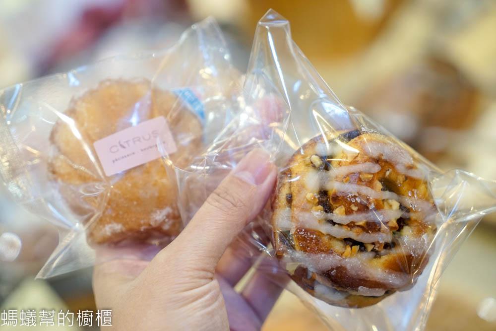 台中西區 蜜柑法式甜點。麵包