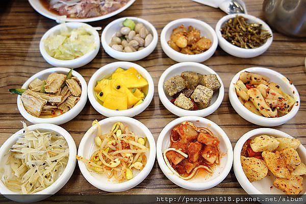 【台中】韓鄉韓國料理(漢口店);小菜無限量吃到飽,排隊人潮洶湧。