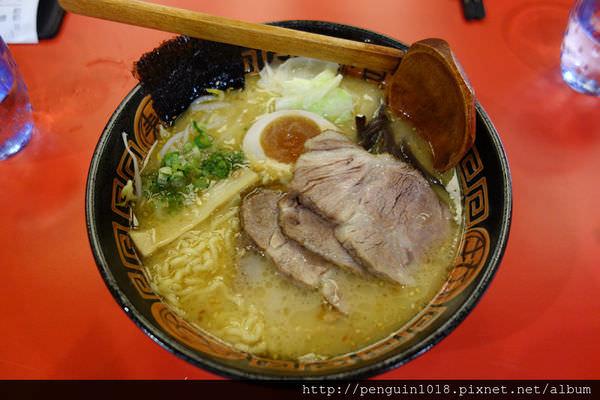 【彰化】石頭太郎拉麵道&咖哩趣;濃厚的豚骨湯底加上美味的叉燒搭配日式捲麵。(已歇業)